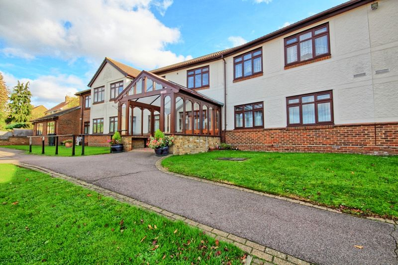 1 Bedroom Property for sale in The Sheritons, Rayleigh, SS6 9LL