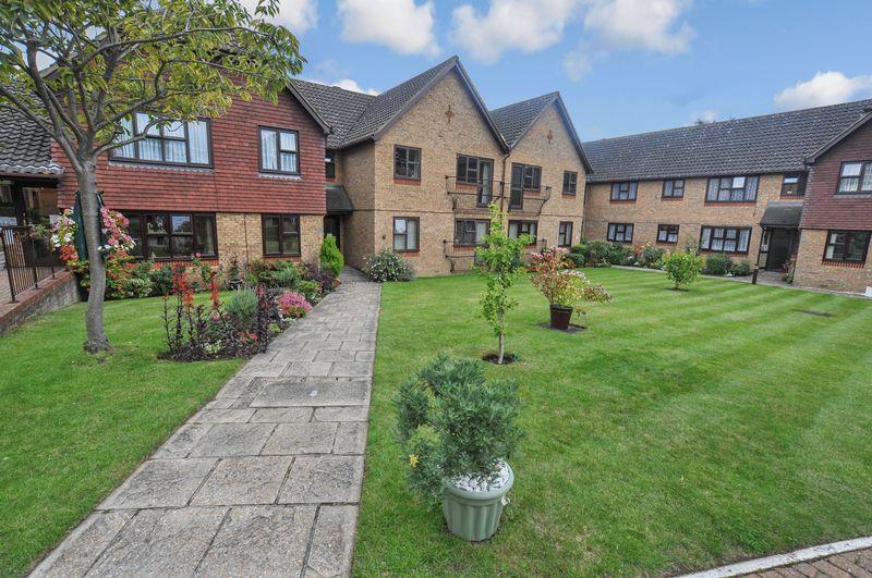 2 Bedrooms Property for sale in Court Lodge, Upper Belvedere, DA17 6JD