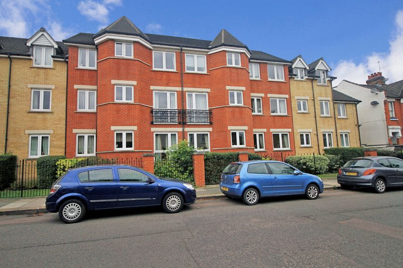 1 Bedroom Property for sale in Argent Court, Barnet, EN5 5FL