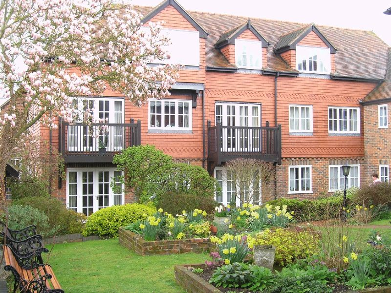 1 Bedroom Property for sale in Crown Mews, Hungerford, RG17 0NR