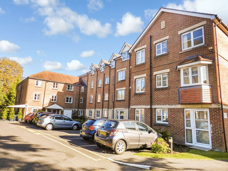 1 Bedroom Property for sale in Archers Court, Salisbury, SP1 3WE