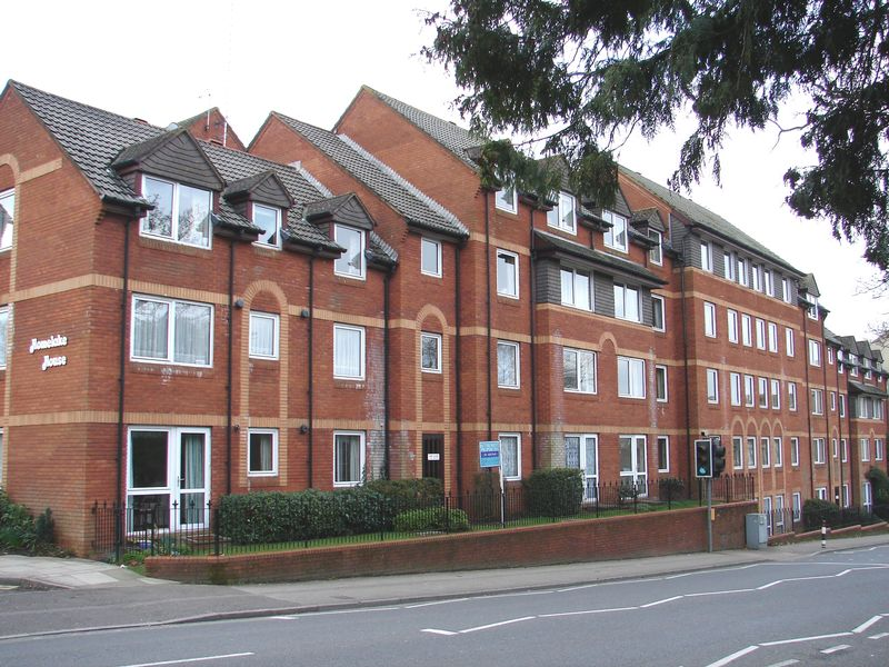1 Bedroom Property for sale in Homelake House, Poole, BH14 8UG