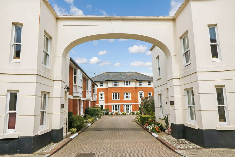 2 Bedrooms Property for sale in Mulberry Court, Canterbury, CT1 2NT