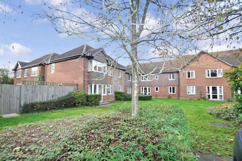 1 Bedroom Property for sale in Haddenhurst Court, Bracknell, RG42 4BQ
