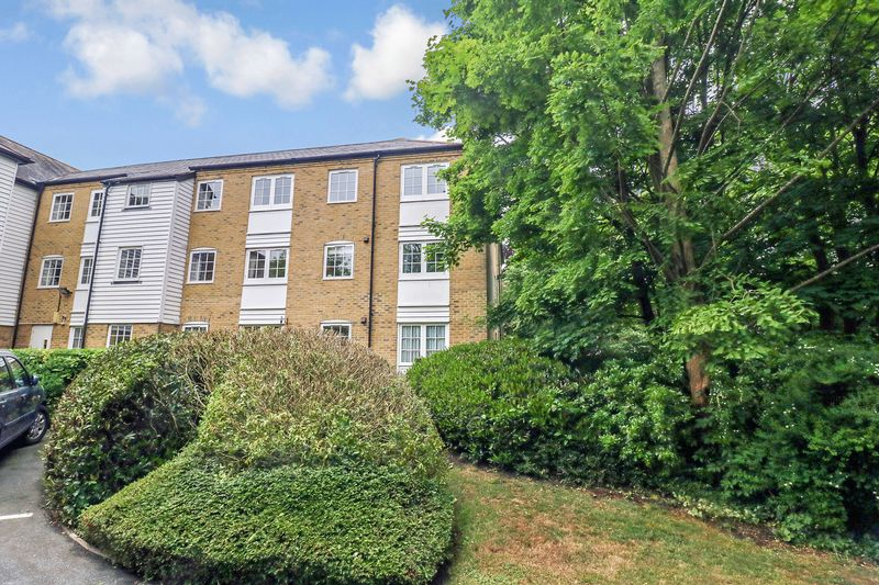 2 Bedrooms Property for sale in Deans Mill Court, Canterbury, CT1 2BF
