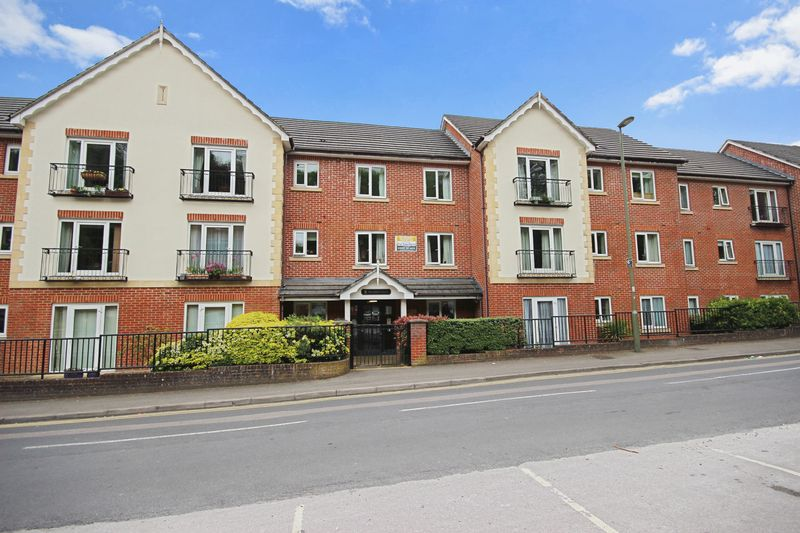 2 Bedrooms Property for sale in Pegasus Court (Caterham), Caterham, CR3 6TD