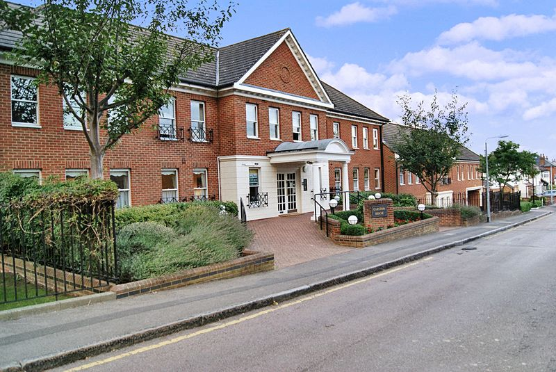 2 Bedrooms Property for sale in Carlton House, Loughton, IG10 4RS