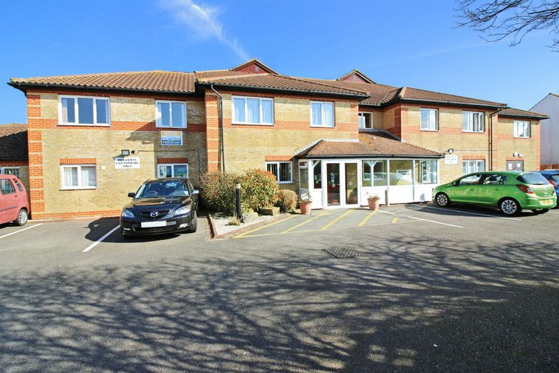 2 Bedrooms Property for sale in Amberley Court, Lancing, BN15 8DS