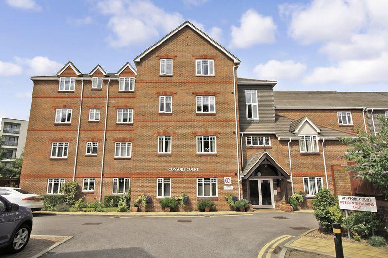 2 Bedrooms Property for sale in Consort Court, Woking, GU22 7XP