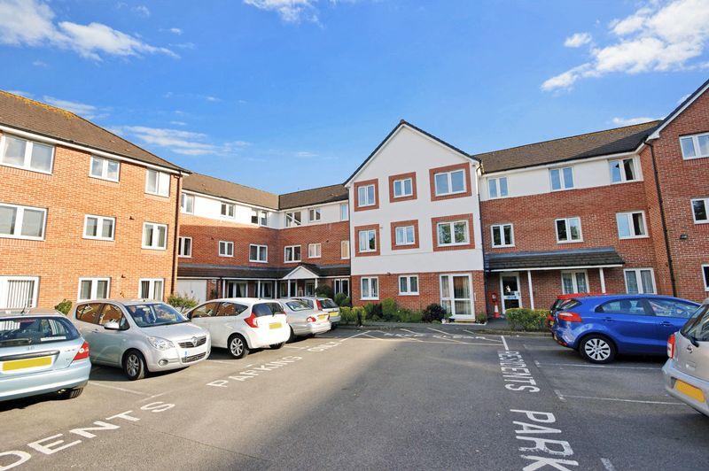 2 Bedrooms Property for sale in Pinewood Court, Ferndown, BH22 0HR