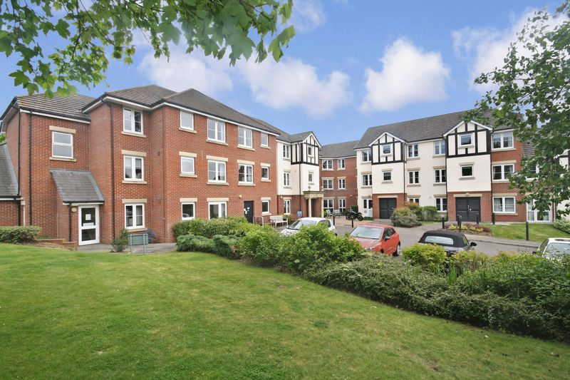 1 Bedroom Property for sale in Castle Court, Tonbridge, TN9 1QU
