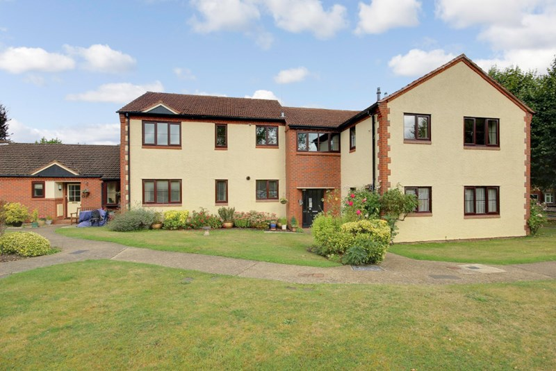 2 Bedrooms Property for sale in Stratford Court, Farnham, GU9 8PG