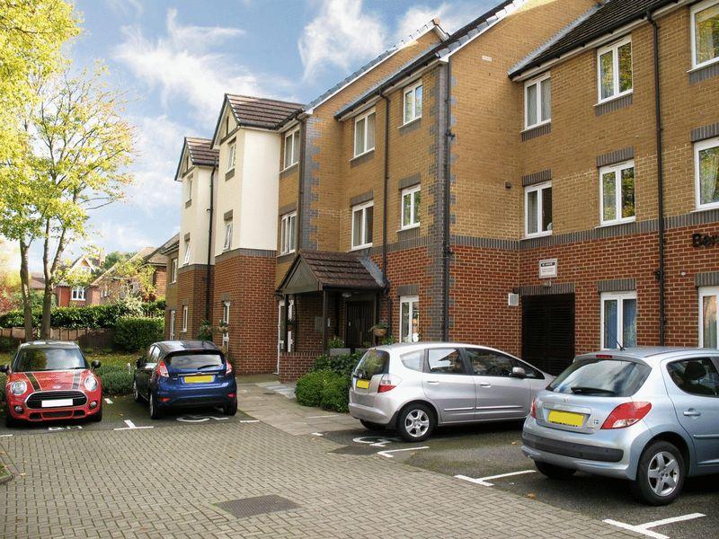 2 Bedrooms Property for sale in Bentley Court (Camberley), Camberley, GU15 2EH