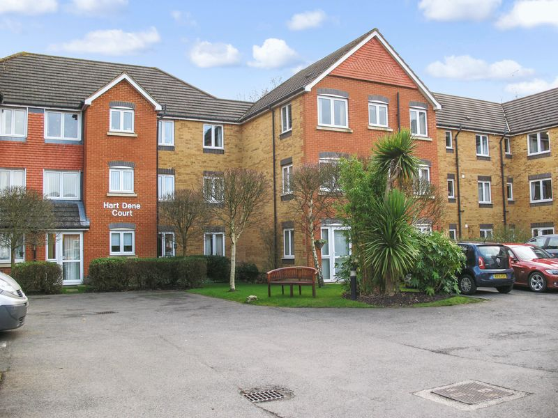 1 Bedroom Property for sale in Hart Dene Court, Bagshot, GU19 5AJ