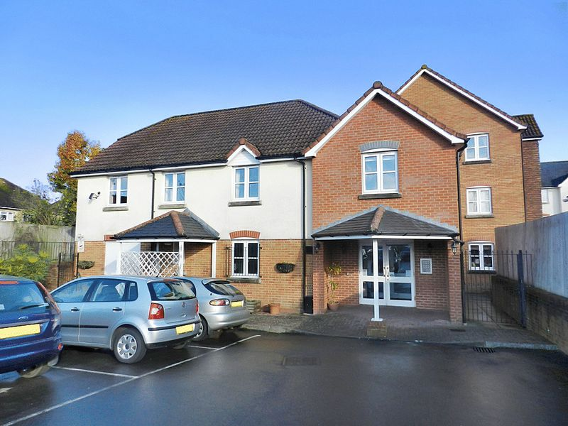 2 Bedrooms Property for sale in Kings Court, Fordingbridge, SP6 1AL