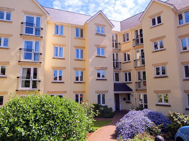 1 Bedroom Property for sale in Carlton Court, Minehead, TA24 5PL