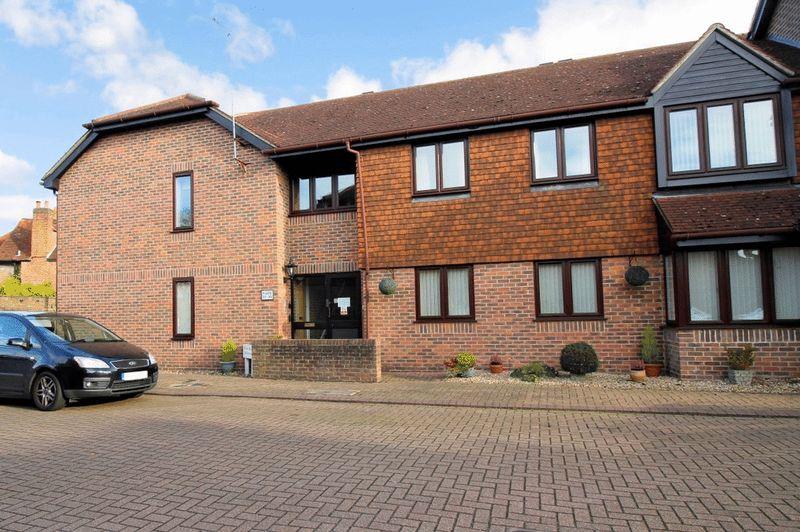 1 Bedroom Property for sale in Onslow Mews, Chertsey, KT16 9HQ