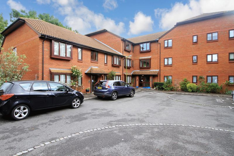 1 Bedroom Property for sale in Meadowcroft, Bushey, WD23 3BX