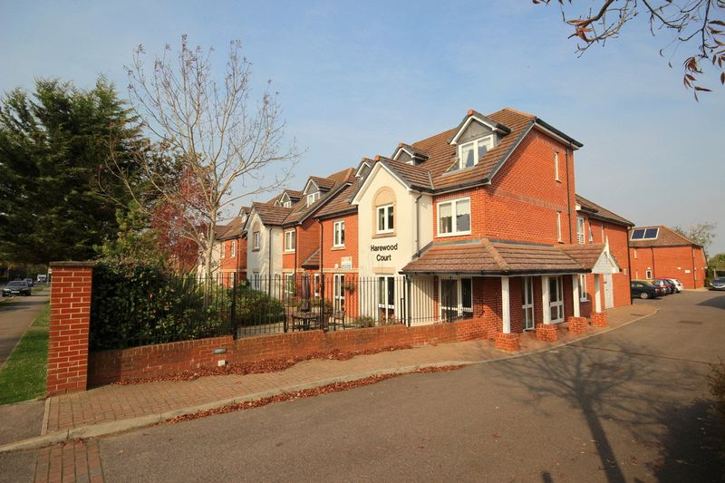 2 Bedrooms Property for sale in Harewood Court, Warlingham, CR6 9DX