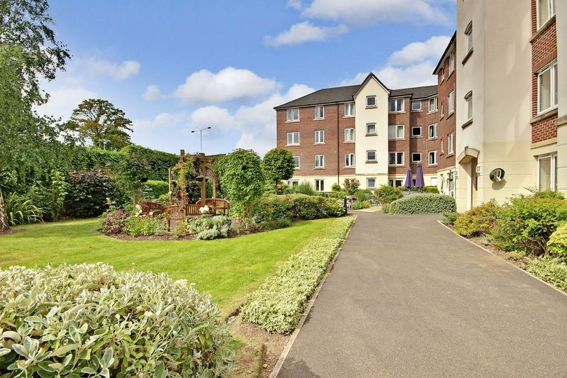 1 Bedroom Property for sale in Kingsley Court, Aldershot, GU11 1HZ