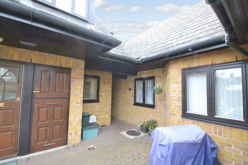 1 Bedroom Property for sale in Gladstone/Macmillan Court, Chelmsford, CM2 0XE