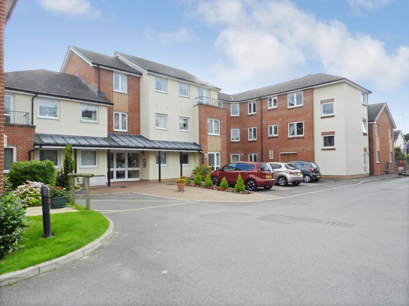 1 Bedroom Property for sale in Green Haven Court, Cowplain, PO8 8EW