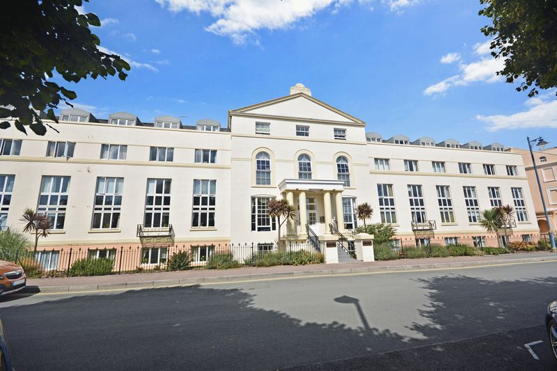 1 Bedroom Property for sale in Royal Court, Teignmouth, TQ14 8BR