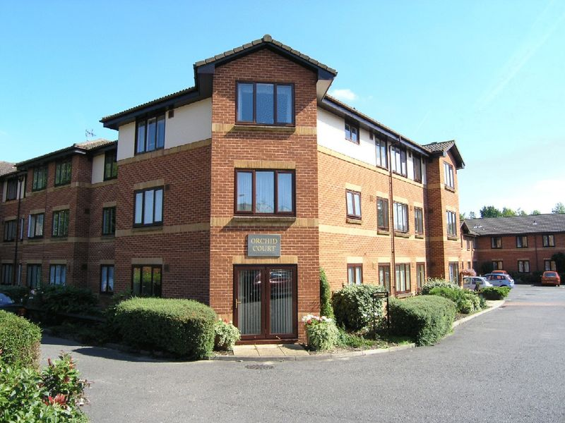 2 Bedrooms Property for sale in Orchid Court, Egham, TW20 9HA