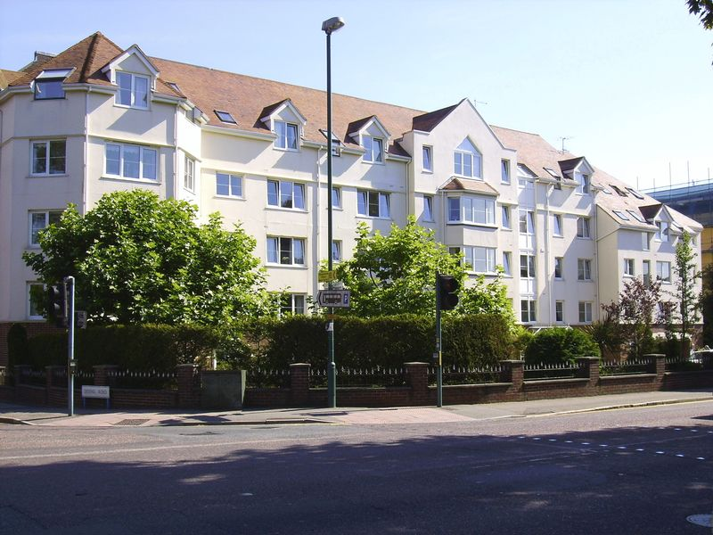 2 Bedrooms Property for sale in Wellington Court, Bournemouth, BH2 5QU