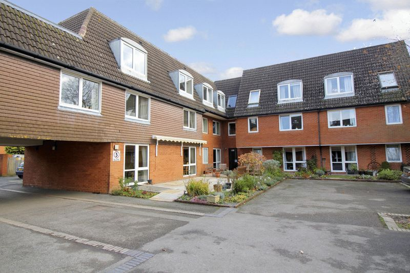 1 Bedroom Property for sale in Homegreen House, Haslemere, GU27 1HY