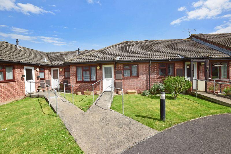 2 Bedrooms Property for sale in Weavers Drive, Trowbridge, BA14 7AL