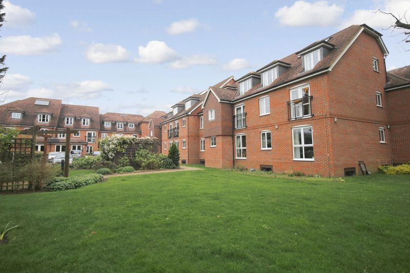 2 Bedrooms Property for sale in Barnes Wallis Court, Byfleet, KT14 7HJ