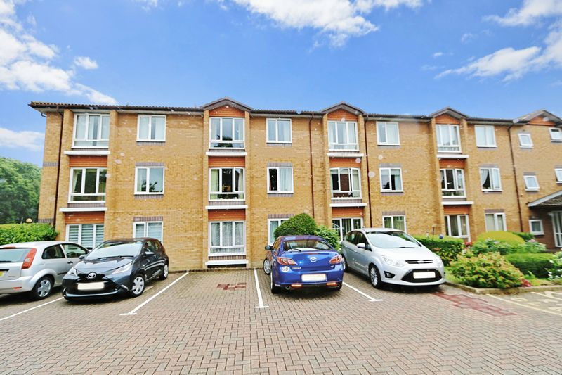 1 Bedroom Property for sale in Chesterton Court, Horsham, RH13 6SP