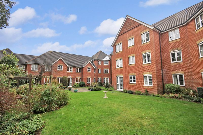 1 Bedroom Property for sale in Hillcroft Court, Caterham, CR3 5XB