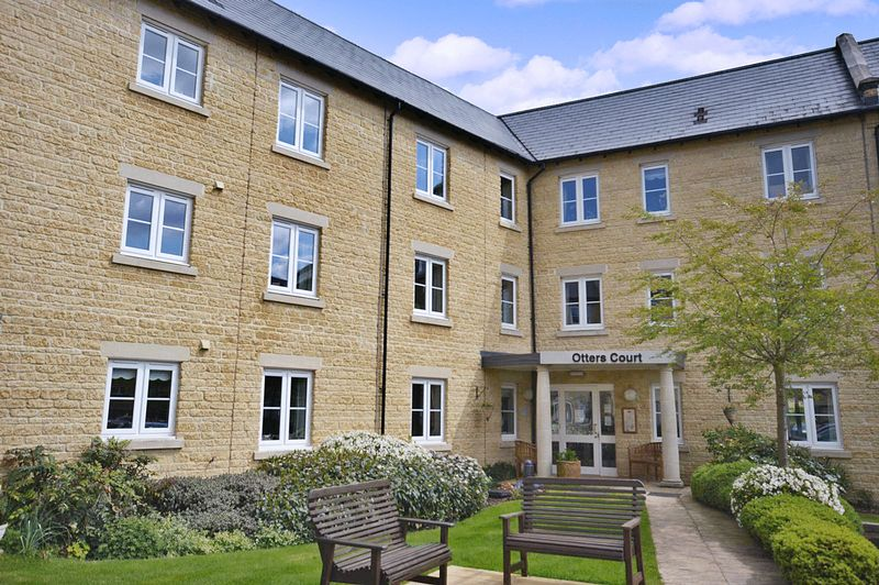 1 Bedroom Property for sale in Otters Court, Witney, OX28 1GJ