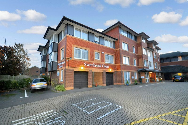 1 Bedroom Property for sale in Swanbrook Court, Maidenhead, SL6 1YZ