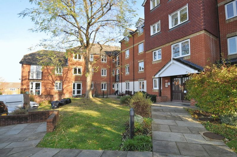 1 Bedroom Property for sale in Florence Court, Aylesbury, HP19 9SY