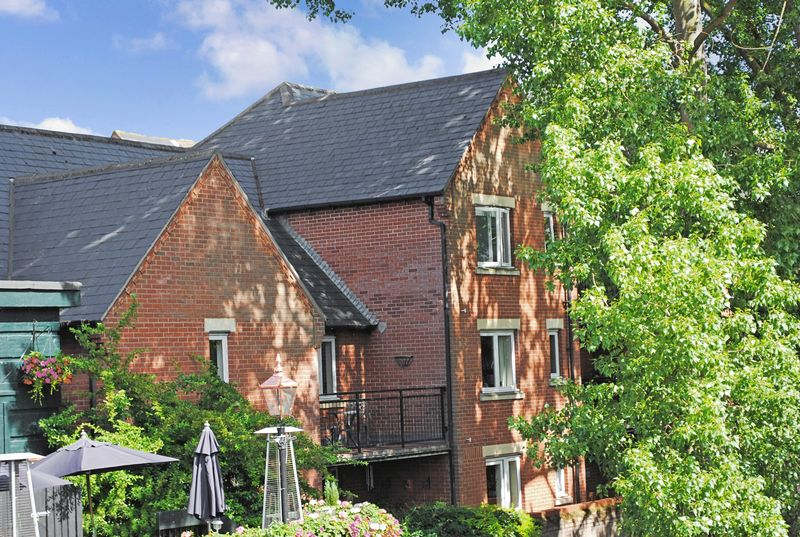 2 Bedrooms Property for sale in Riverway Court, Norwich, NR1 1BP