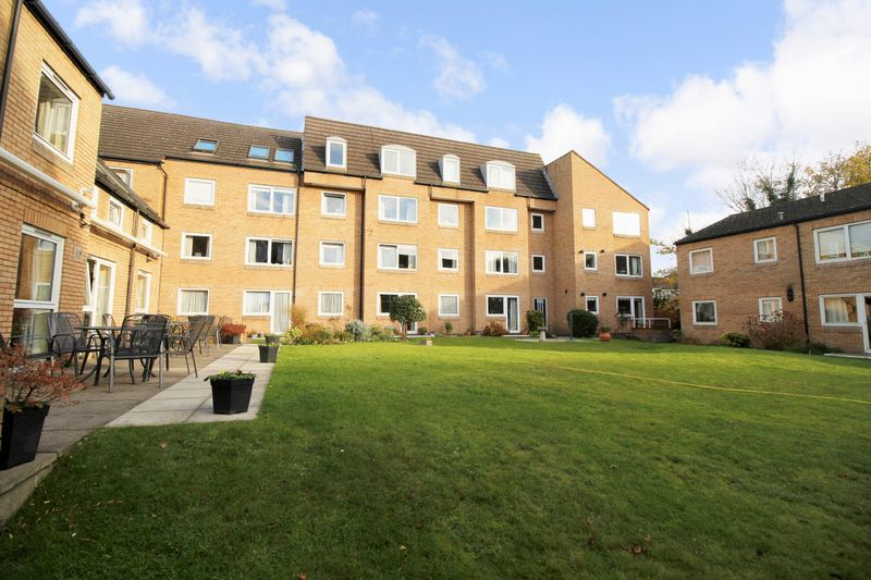 1 Bedroom Property for sale in Homebeech House Phase I, Woking, GU22 7XF