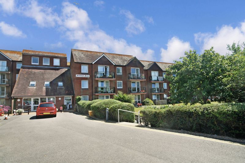1 Bedroom Property for sale in Homelawn House, Bexhill-on-Sea, TN40 1PN