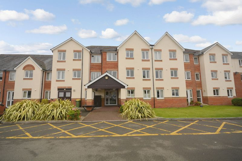 1 Bedroom Property for sale in D`Arcy Court, Newton Abbot, TQ12 2AP
