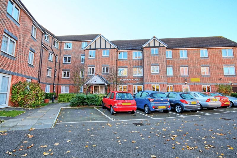 2 Bedrooms Property for sale in Howards Court, Westcliff-on-Sea, SS0 7DG