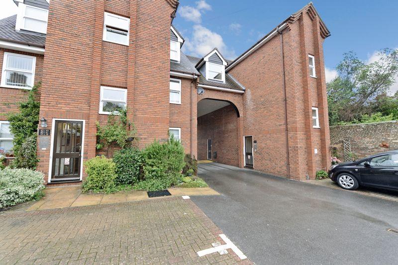 2 Bedrooms Property for sale in Chestnut House, Blandford Forum, DT11 7DU