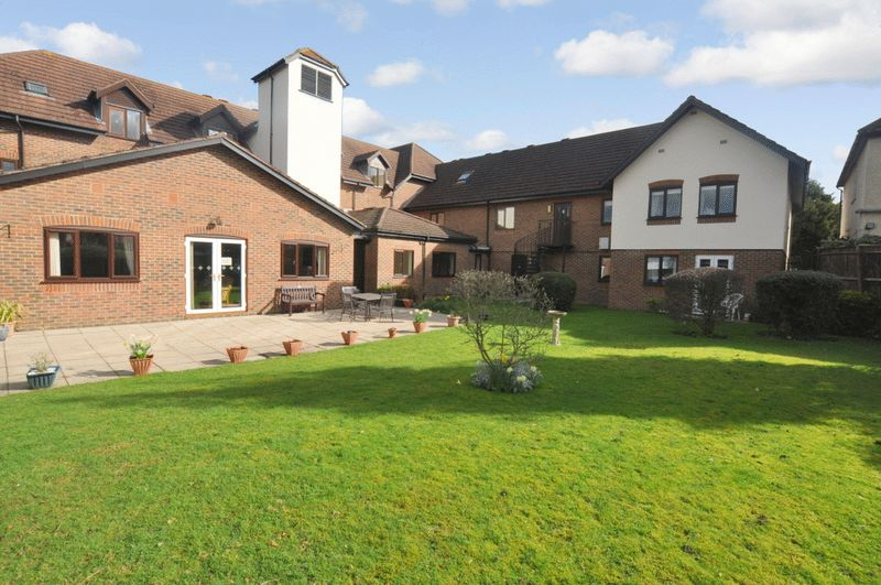 2 Bedrooms Property for sale in Sycamore Lodge, Orpington, BR6 9JL