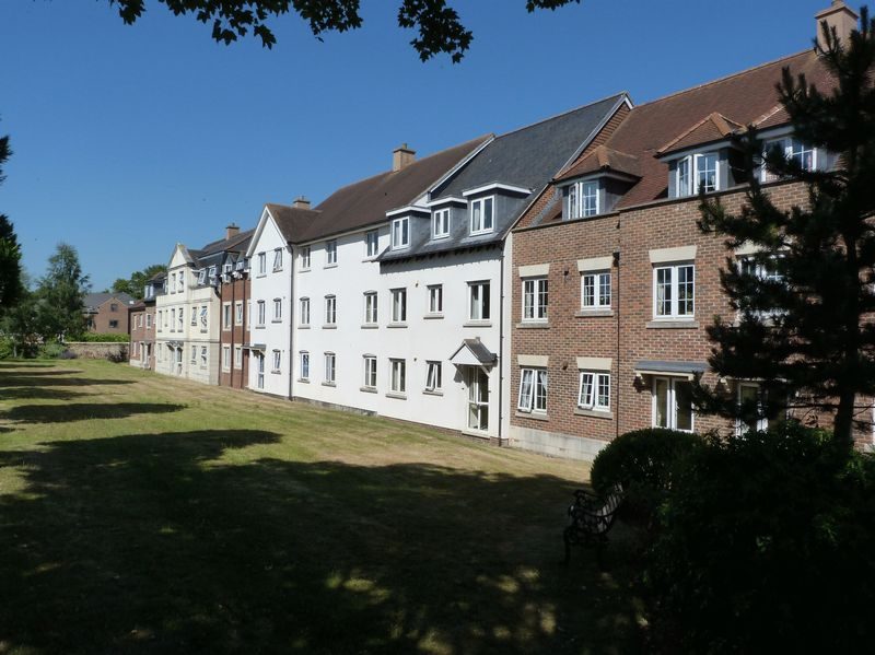 1 Bedroom Property for sale in Saxon Court, Bicester, OX26 6AX