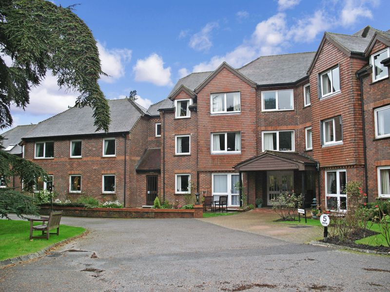 1 Bedroom Property for sale in Redwood Manor, Haslemere, GU27 2PZ