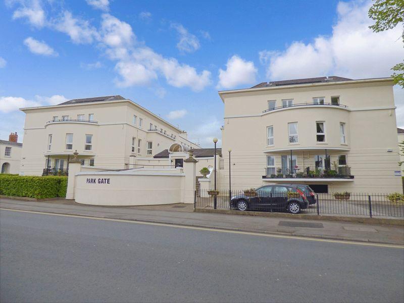 1 Bedroom Property for sale in Park Gate, Cheltenham, GL50 2QE
