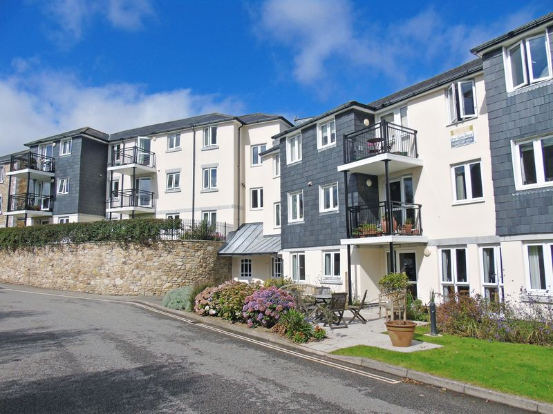 2 Bedrooms Property for sale in Carn Brea Court, Camborne, TR14 8LY
