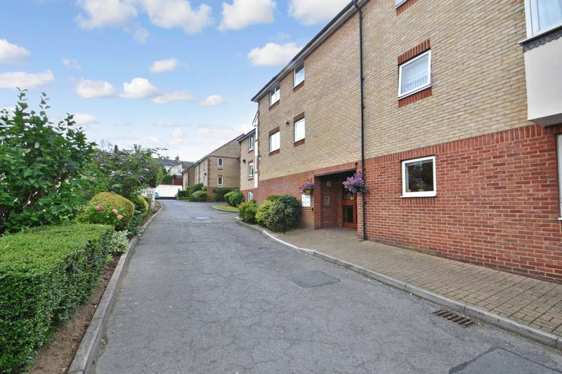 2 Bedrooms Property for sale in Maldon Court, Colchester, CO3 3AH