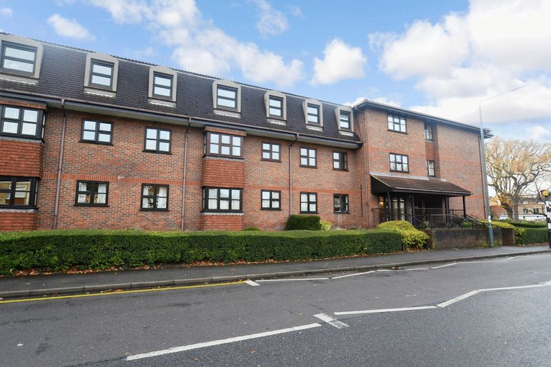 2 Bedrooms Property for sale in Tudor Court, Sidcup, DA14 4HY